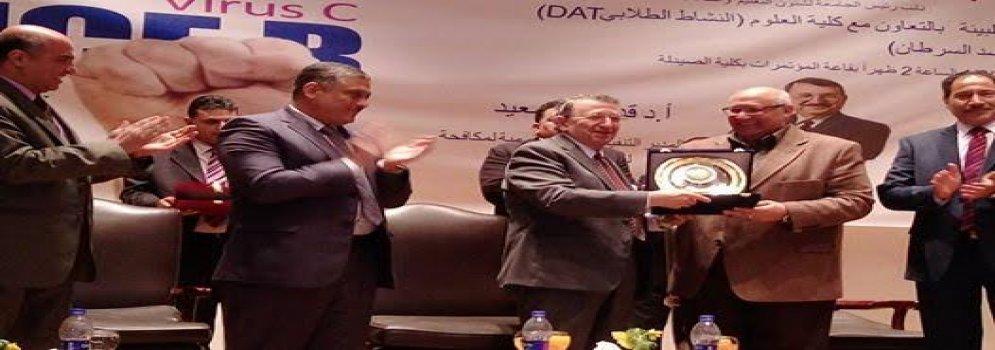 Scientifique Dr Mostafa El-Sayed dans l'hôtellerie de l'Université AinShams