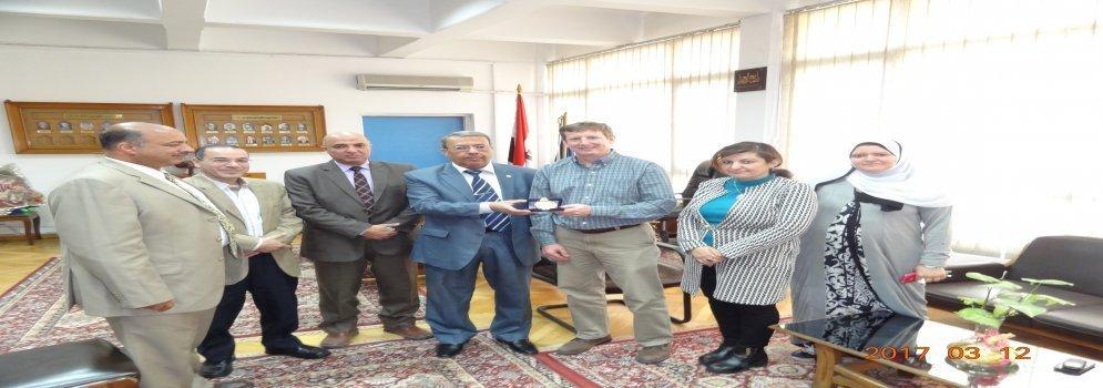 Une délégation de l'Université de l'Illinois américaine à la faculté de la Science, université Ain Shams