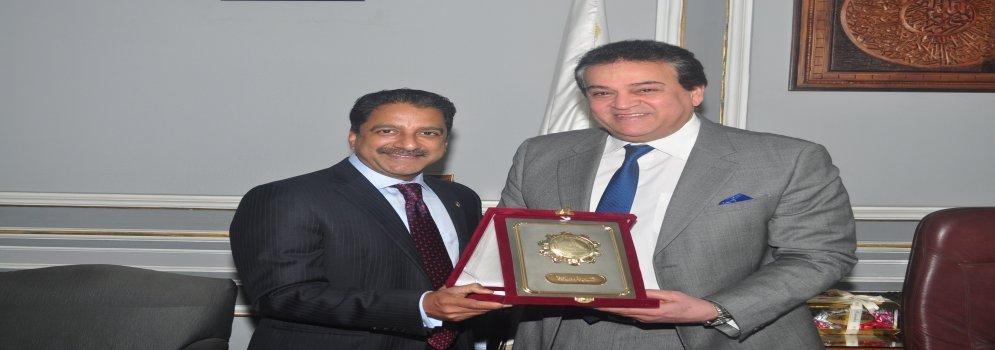 Président de l'académie américaine de l'implant d'art dentaire à l'université Ain Shams